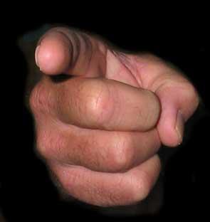 pointé-du-doigt-main1