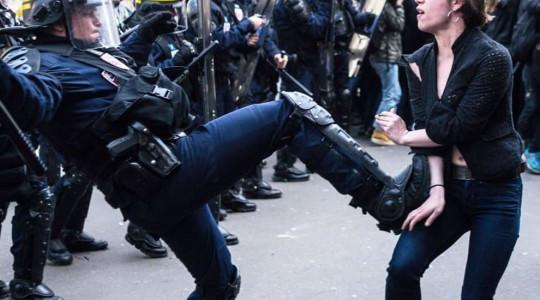 La «violence légitime» ou le début d'une dérive totalitaire.