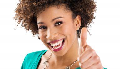 jeune fille super contente thumb pouce
